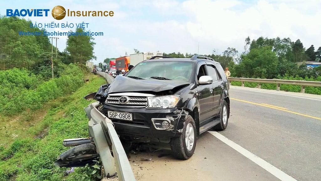 va chạm gây thiệt hại vật chất ô tô