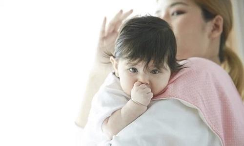 bảo hiểm sức khỏe trẻ sơ sinh